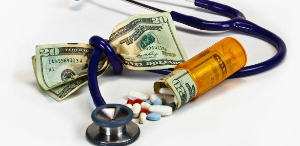 Mennyi lenne a nyugdíjasokra is kivetett egészségügyi alapdíj?